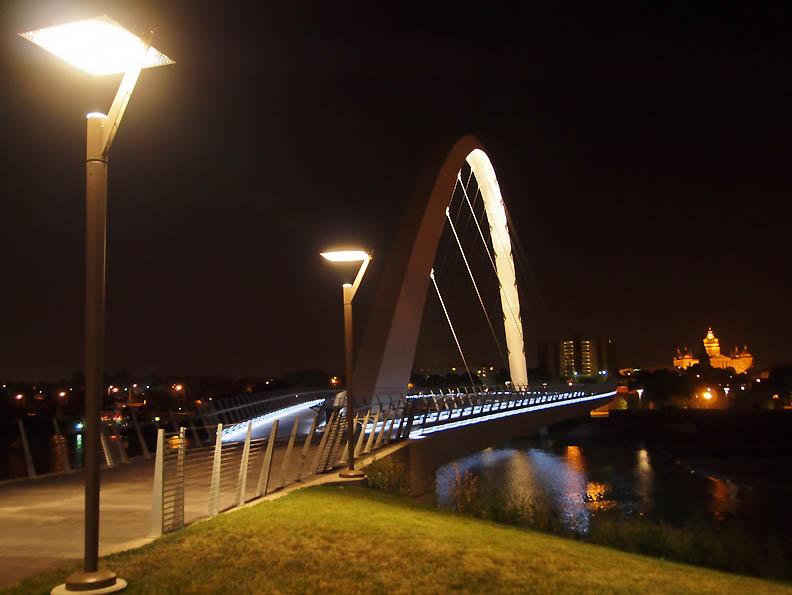DesM_Ped Bridge_f_sm.jpg