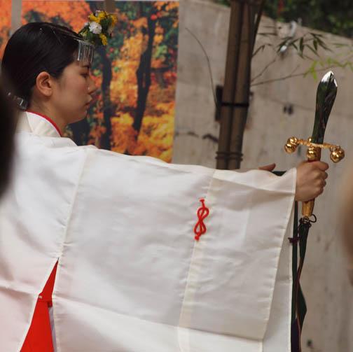 Shrine_Maiden_ceremony_sm.jpg