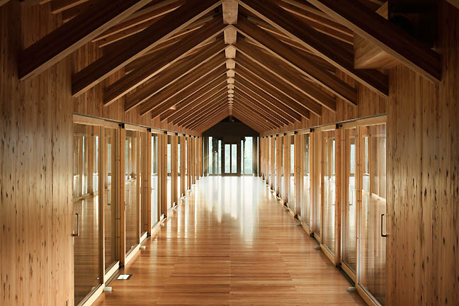 Wooden_Bridge_Kuma_hall.jpg